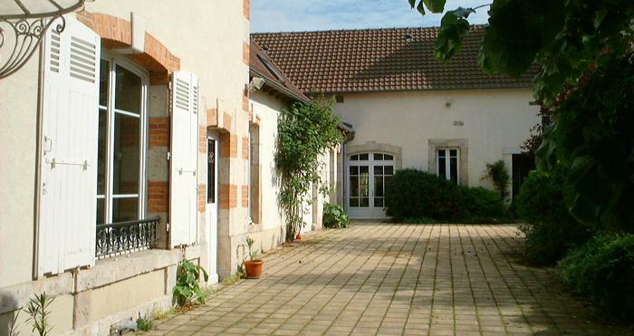 Maison d hotes de charme proximit orleans clos tilia for Couvrir une cour interieure