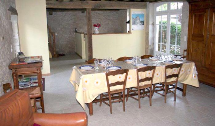 Le petit déjeuner y est servi ainsi que la table d'hôtes le soir sur réservation.